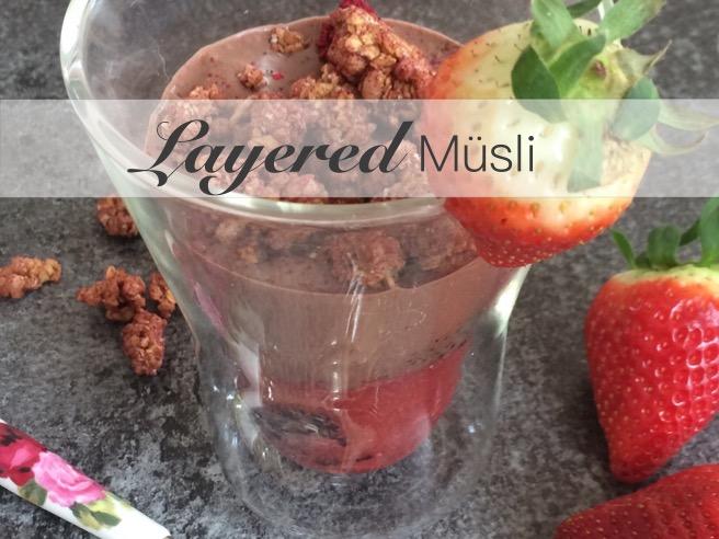 Layered Müsli www.mrsemilyshore.de Foodie Frühstück Black Quinoa Erdbeeren Amaranth